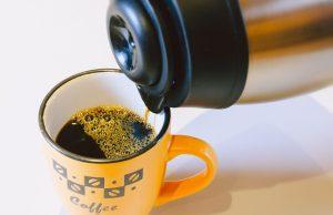 Hoe lang blijft koffie warm in een thermoskan?